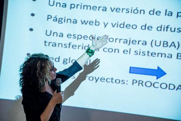 Anabel Marín presenta Bioleft en CIACIAR. Foto: Emergentes
